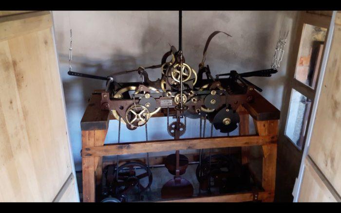 9 Horlogue mécanique Belle Main
