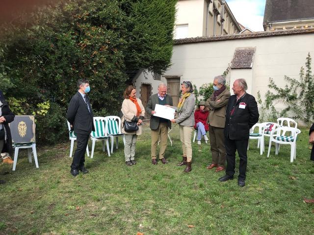 Remise du prix Belle Main - VMF aux propriétaires du château de Looze